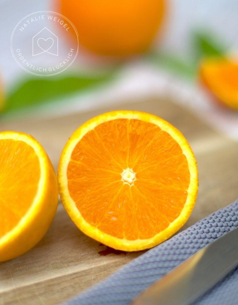 aufgeschnittene Orangen für einen DIY Orangenreiniger