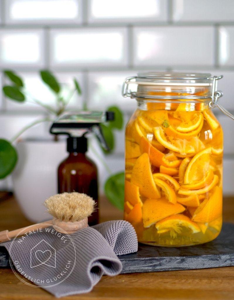 Orangenreiniger aus Mandarinenschalen